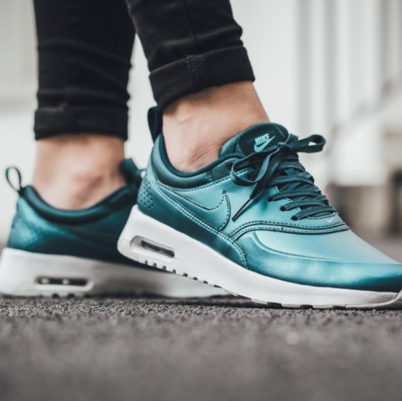 d942774d8d28 NEW Nike Air Max Thea SE Metallic Dark Sea